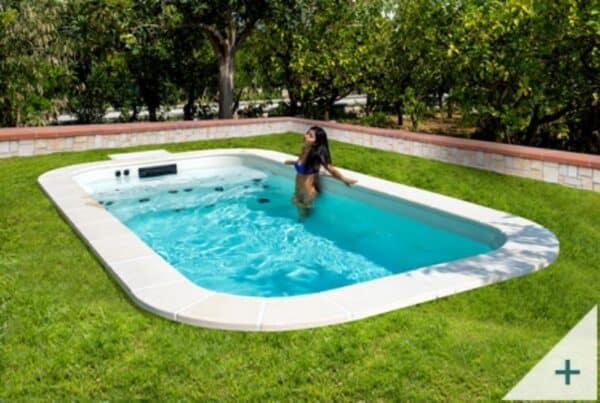 Una minipiscina idromassaggio in giardino: come installarla