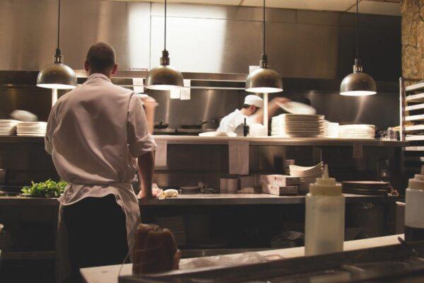 Quali sono gli elementi essenziali per aprire un ristorante
